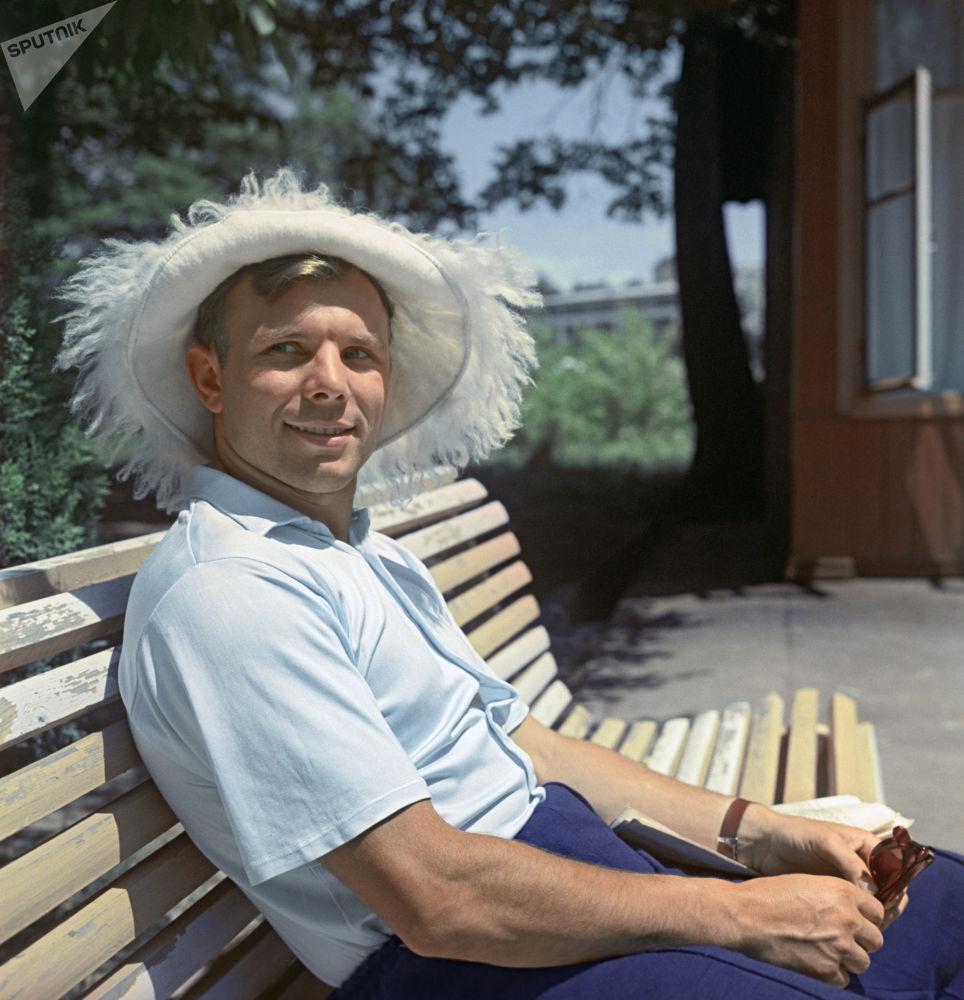 A primeira pessoa no mundo a sobrevoar orbita terrestre, Herói da União Soviética, Yuri Gagarin