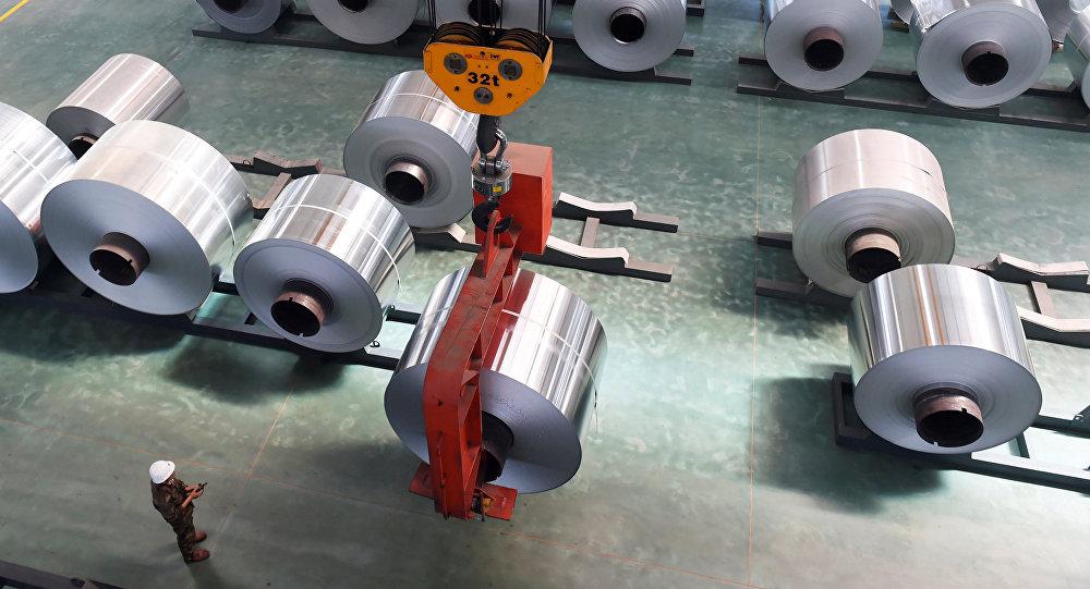 Rolos de alumínio em fábrica na cidade de Binzhou, na China.