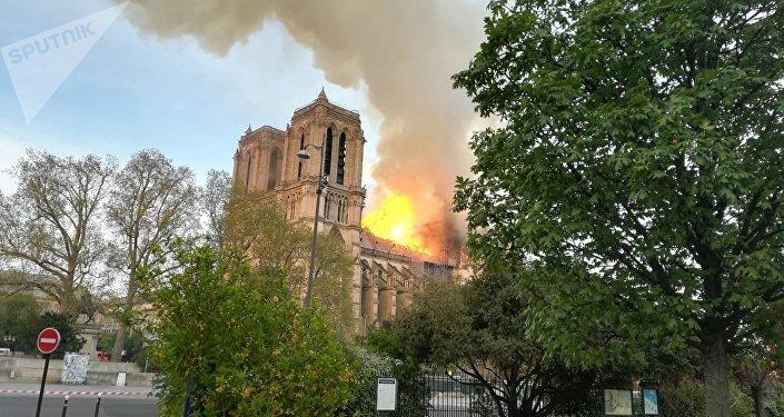 Líderes europeus já enviaram mensagens de apoio e pesar pelo incêndio.