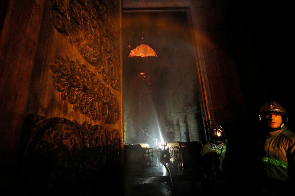 O incêndio pôde ter sido iniciado durante obras de restauração