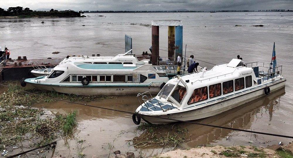 Barcos no Congo