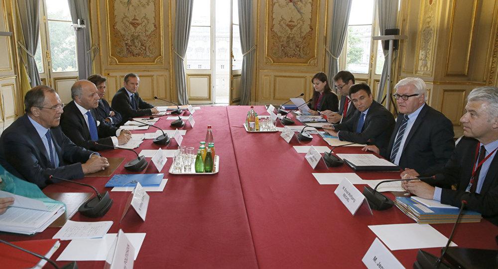 Representantes do Quarteto da Normandia durante reunião em Paris nesta terça-feira (23)