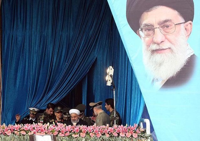 Rouhani também procurou tranquilizar a região, dizendo que o armamento em exibição é para objetivos defensivos e não representa nenhuma ameaça