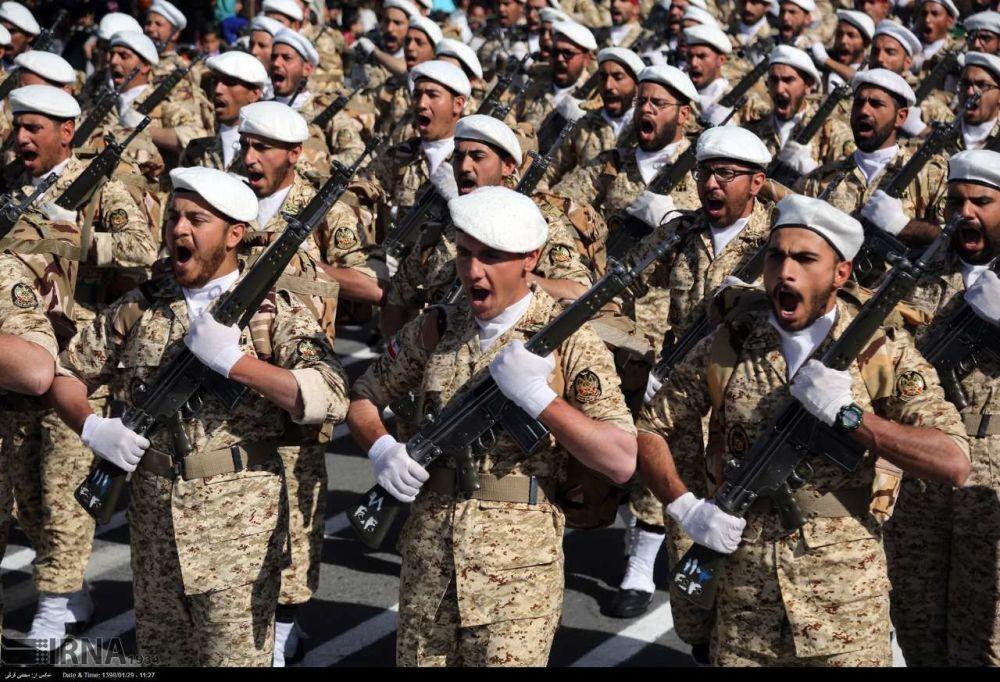 A Constituição do Irã considera o Exército como uma força exclusivamente defensiva, destinada a proteger a integridade territorial do país