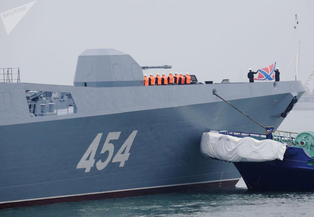 Esta fragata é equipada com mísseis de cruzeiro Kalibr de longo alcance