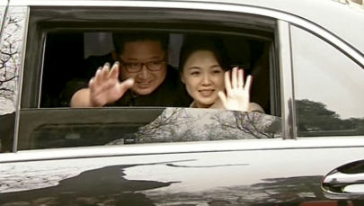 Kim Jong-un com esposa Ri Sol-ju em Pequim