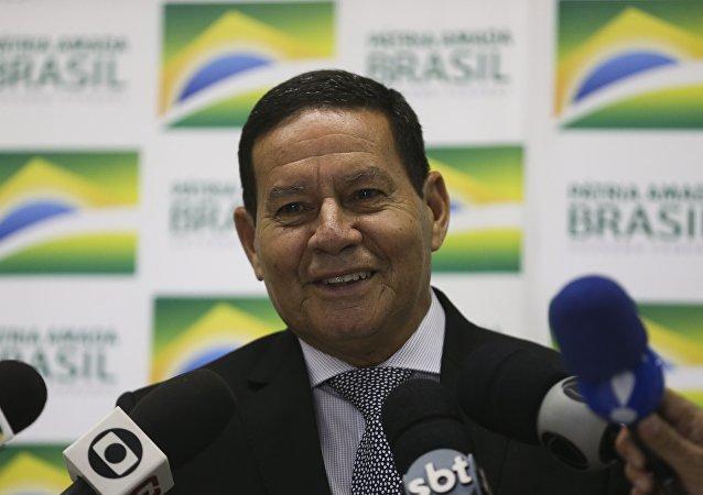 Vice-presidente do Brasil, Hamilton Mourão, fala com a imprensa, 7 de fevereiro de 2019