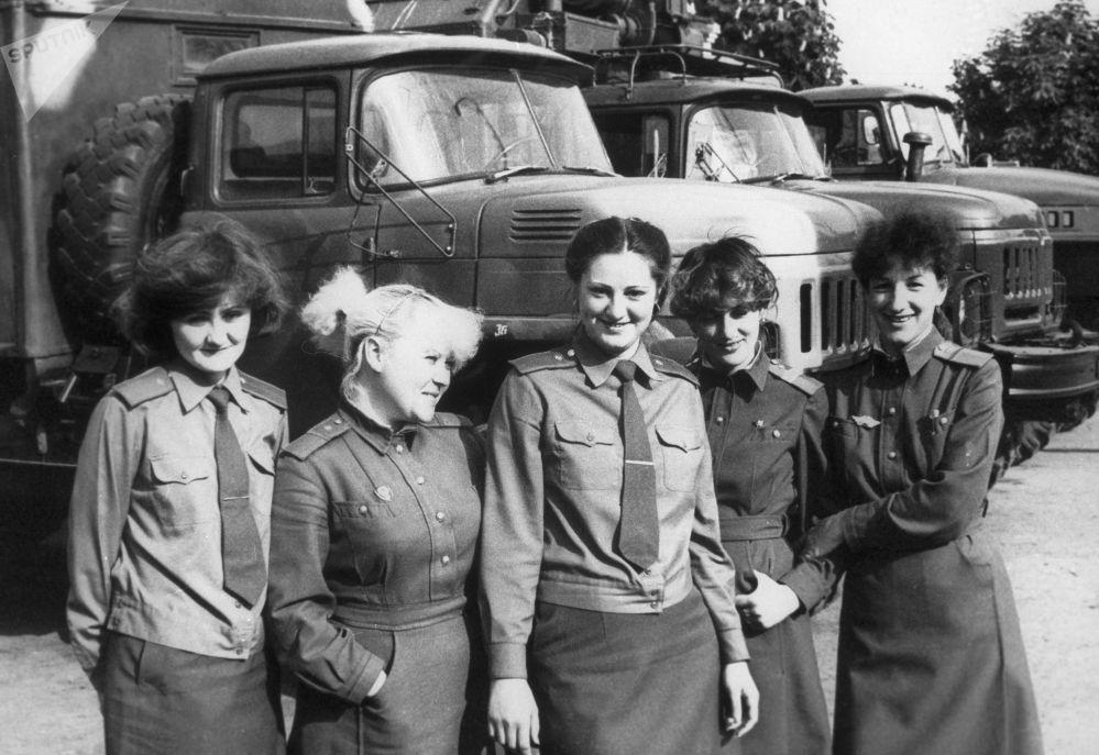 Funcionários de comunicação do 4º bloco energético da usina nuclear de Chernobyl, onde ocorreu o acidente em 26 de abril de 1986