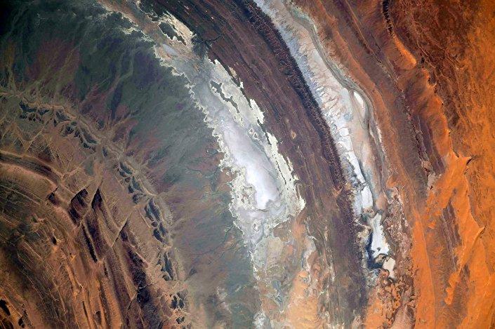 Foto tirada do espaço mostra estrutura de Richat no deserto do Saara, na África
