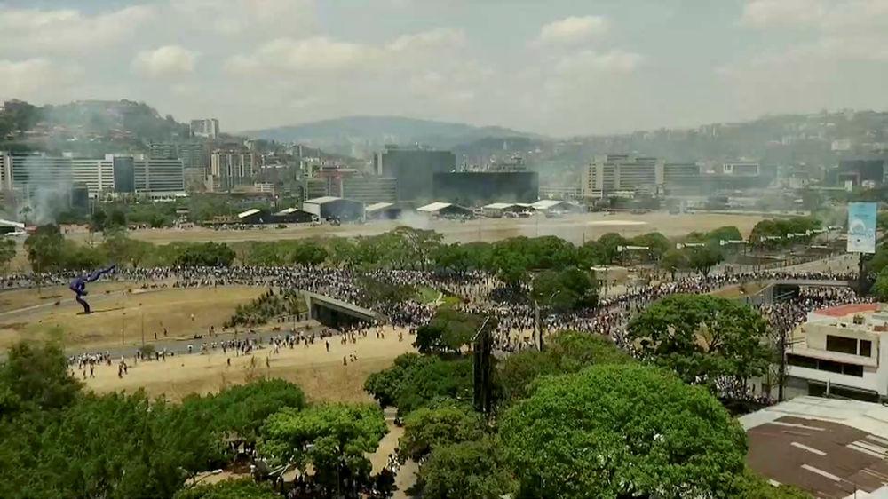A tentativa de golpe de Estado deixou Caracas coberta por fumaça