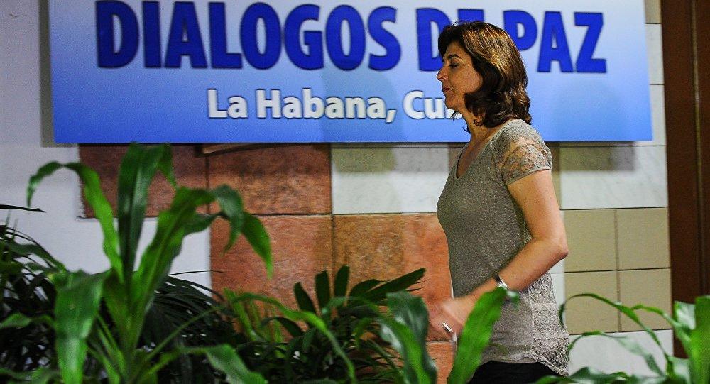 Ministra das Relações Exteriores da Colômbia, Maria Angela Holguin, em Havana, participa das negociações com as FARC