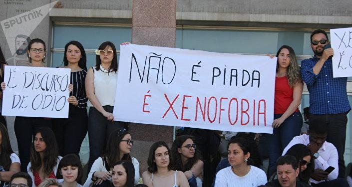 Participantes do protesto condenando a xenofobia contra alunos brasileiros da Faculdade de Direito da Universidade de Lisboa