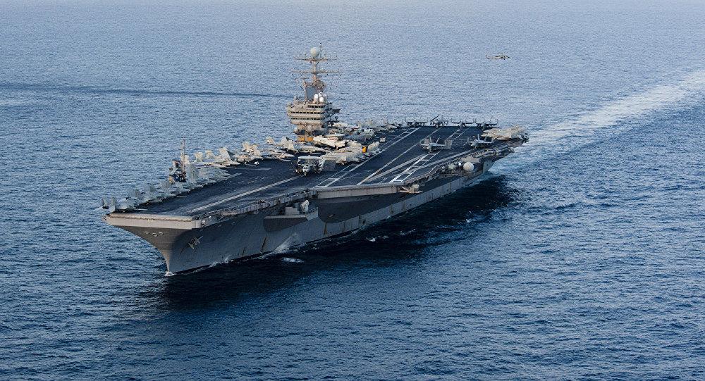 Porta-aviões norte-americano USS Abraham Lincoln