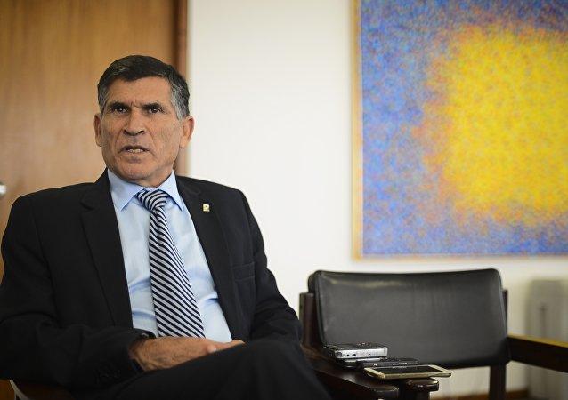O general, Carlos Alberto dos Santos Cruz, ministro da secretaria de governo.