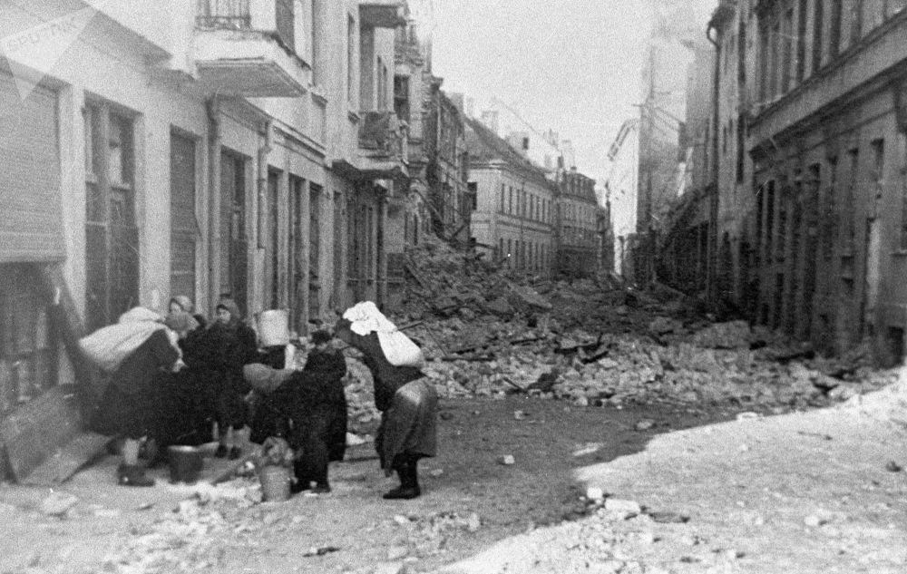 Um dos bairros de Riga após a libertação da cidade dos nazistas