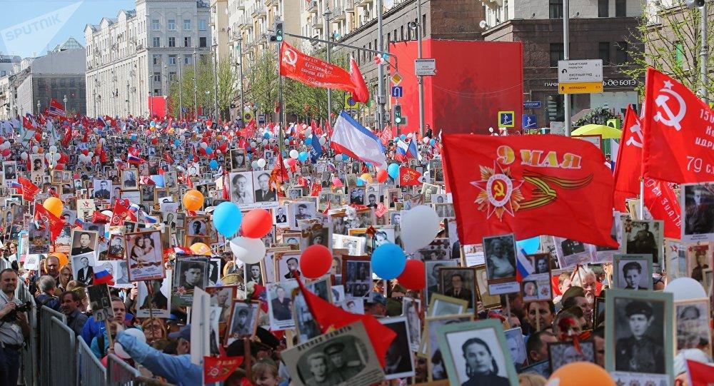 Participantes da ação popular Regimento Imortal em Moscou, 9 de maio de 2018