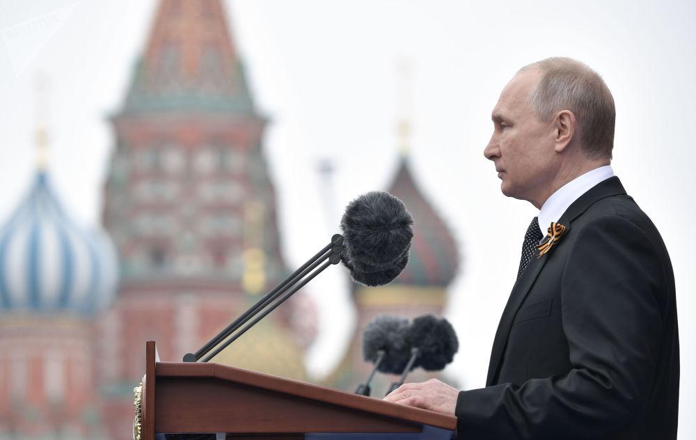 Presidente da Rússia, Vladimir Putin, discursa na Praça Vermelha