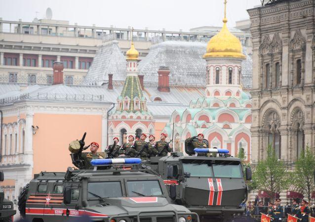 Polícia do Exército participa da parada militar em Moscou
