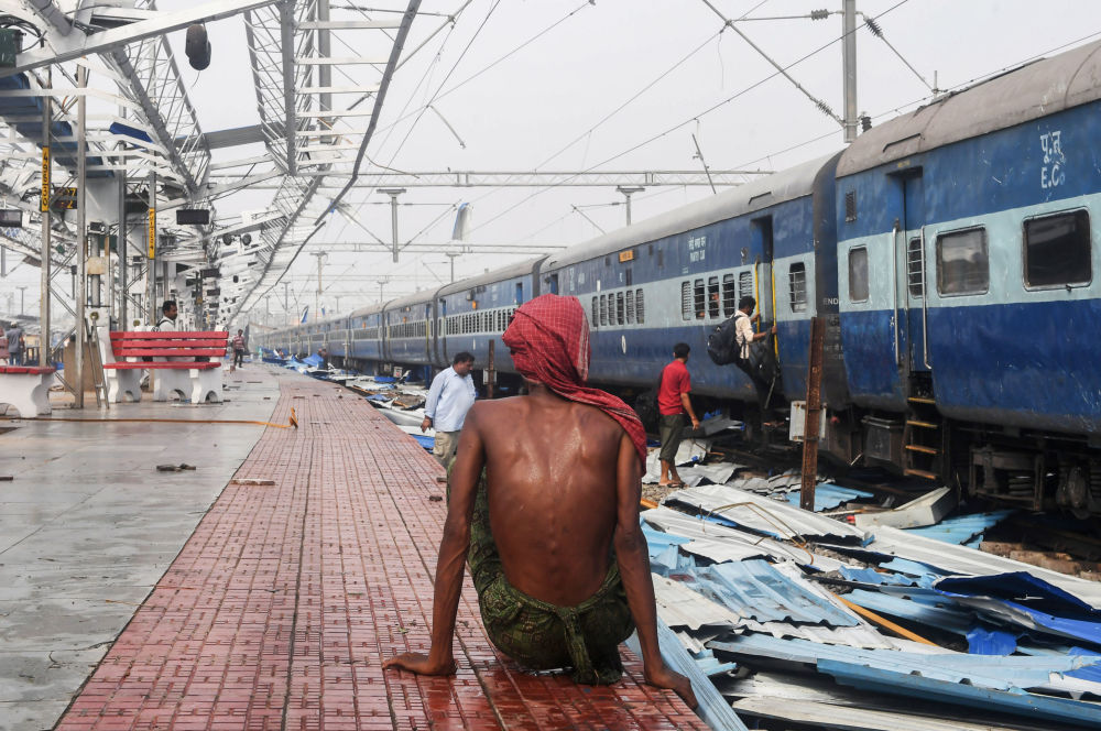 Uma estação de trem destruída pelo ciclone Fani, que em 3 de maio assolou a costa leste da Índia