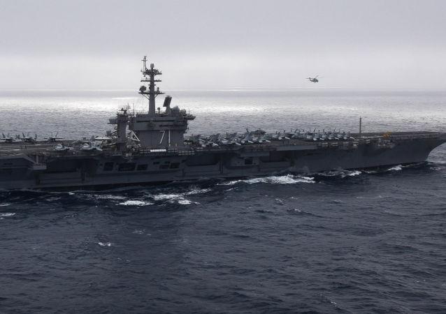 Porta-aviões USS Theodore Roosevelt atravessa o oceano Pacífico, conduzindo operações rotineiras no Pacífico Leste, 9 de maio de 2019