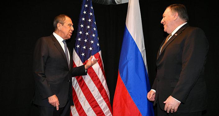 Secretário de Estado dos EUA, Mike Pompeo, e  chanceler russo, Sergei Lavrov.