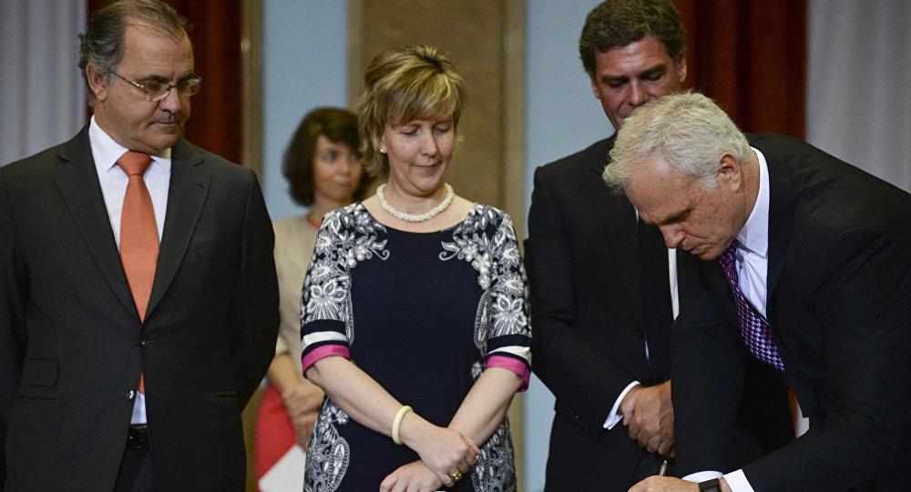 O americano-brasileiro, David Neeleman, dono da Azul Linhas Aéreas, assinou nesta quarta-feira, junto com o português Humberto Pedrosa, o contrato de compra de 61% das ações da TAP