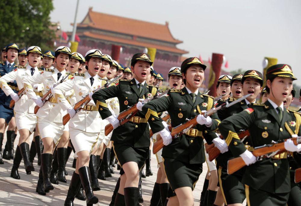 O desfile de honra durante visita do presidente grego Prokopis Pavlopoulos em Pequim, China