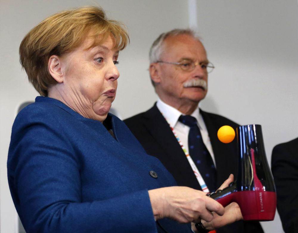 A chanceler alemã Angela Merkel na Universidade Júnior de Wuppertal