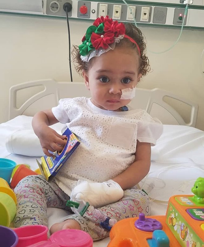 A saúde de Isabella está em perigo, porque, para garantir o sucesso do transplante de fígado, são necessários medicamentos muito caros que sua família não poderia pagar sem ajuda do governo venezuelano, que se vê impedido de pagar pelo tratamento devido ao congelamento dos bens nos Estados Unidos
