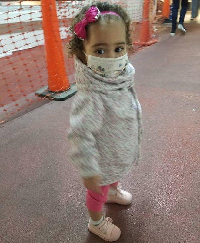 Isabella sofre de uma doença congênita que a obrigou a se submeter a um transplante de fígado, mas seu tratamento está ameaçado pelas sanções americanas contra a Venezuela
