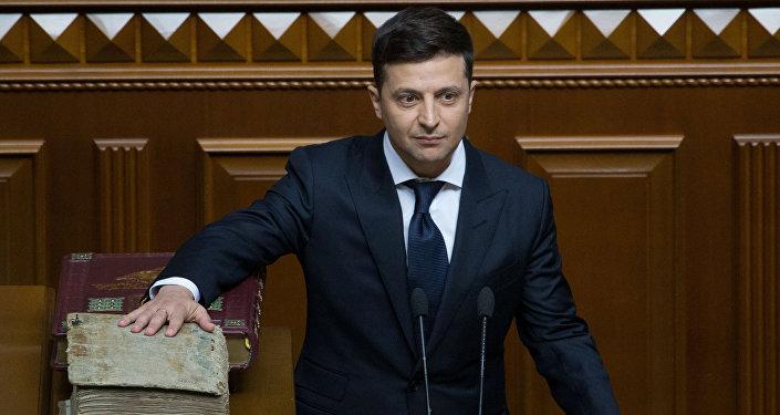 Vladimir Zelensky presta juramento ao assumir o cargo de presidente da Ucrânia, 20 de abril de 2019