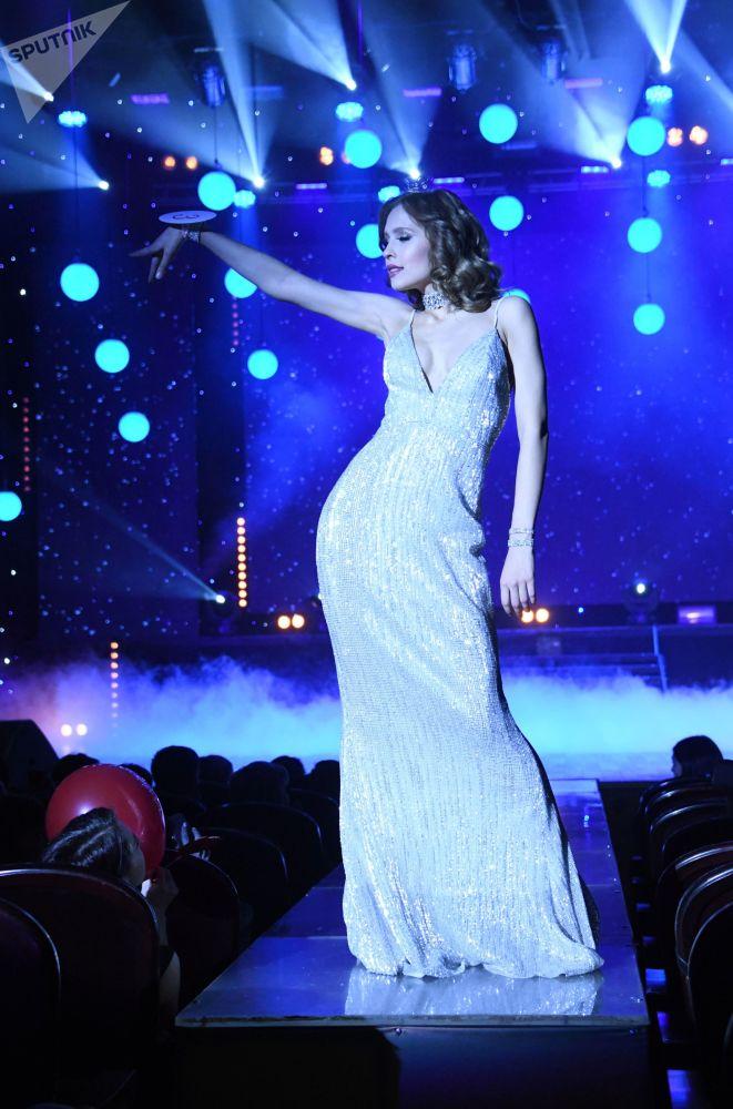 A segunda-vice-miss Tatiana Derbina durante o concurso Miss Chita 2019