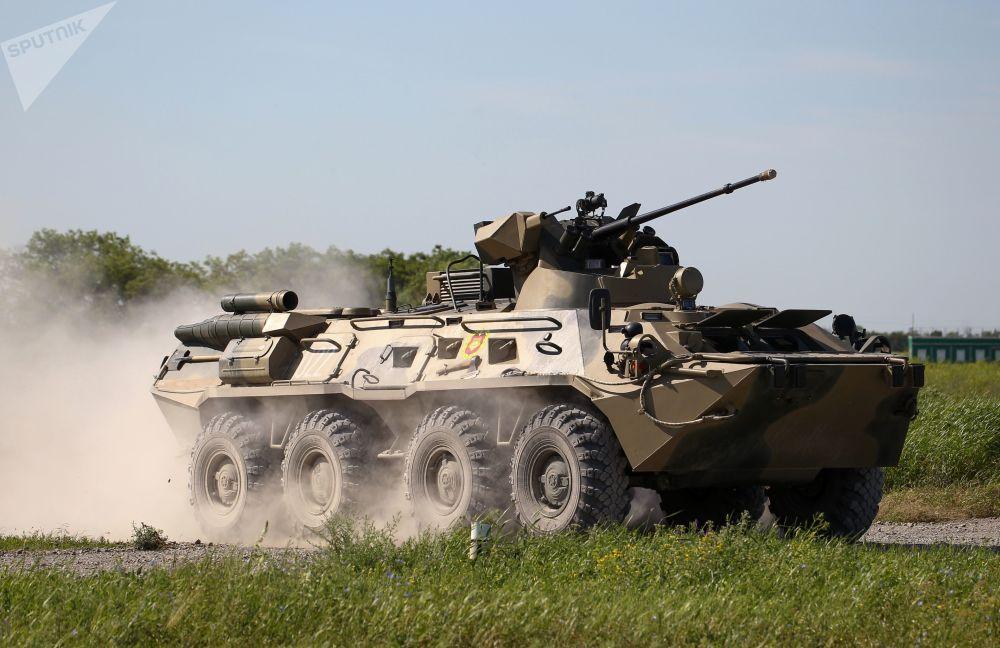 Veículo blindado de transporte de pessoal BTR-82 nas competições militares Céu Limpo 2019
