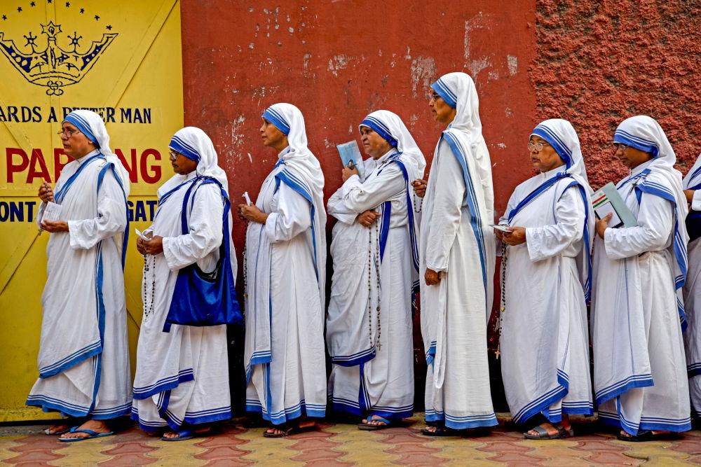 Freiras indianas na fila para eleição em Calcutá, Índia, 19 de maio de 2019