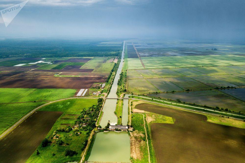 Canal de irrigação principal na região de Krasnodar, na Rússia