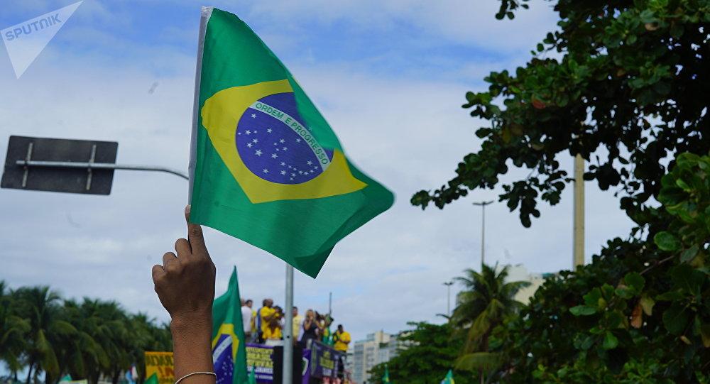 Bandeira do Brasil fotografada durante ato de manifestação a favor do presidente Jair Bolsonaro.
