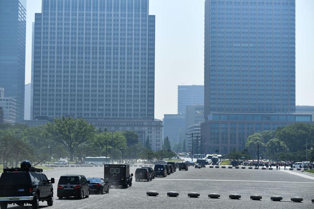 Coluna de carros com o presidente dos EUA em Tóquio