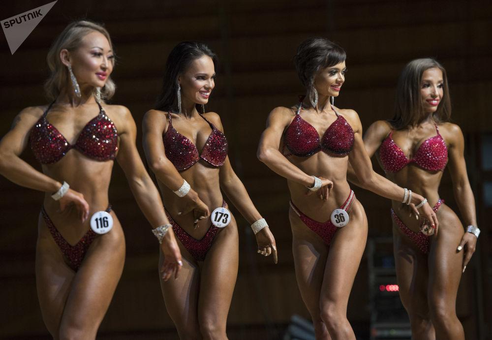 Participantes não só têm corpos dourados, mas também belos rostos