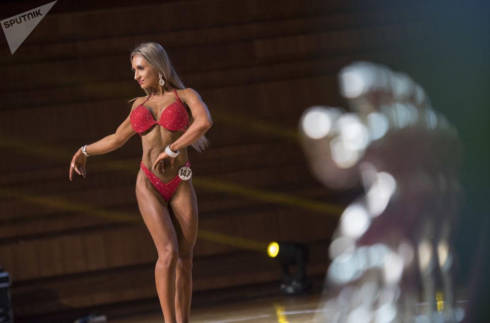 Apesar dos músculos volumosos, todas as participantes têm aparência muito delicada