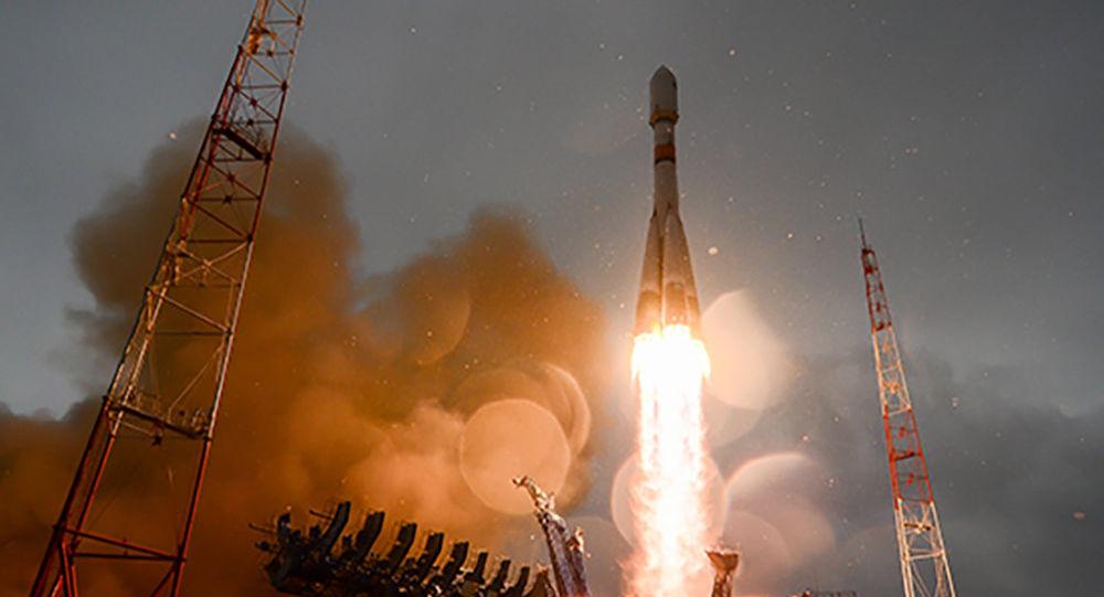 Lançamento da espaçonave Soyuz-2.1B com o aparelho de navegação Glonass-M a bordo a partir do aeródromo de Plesetsk