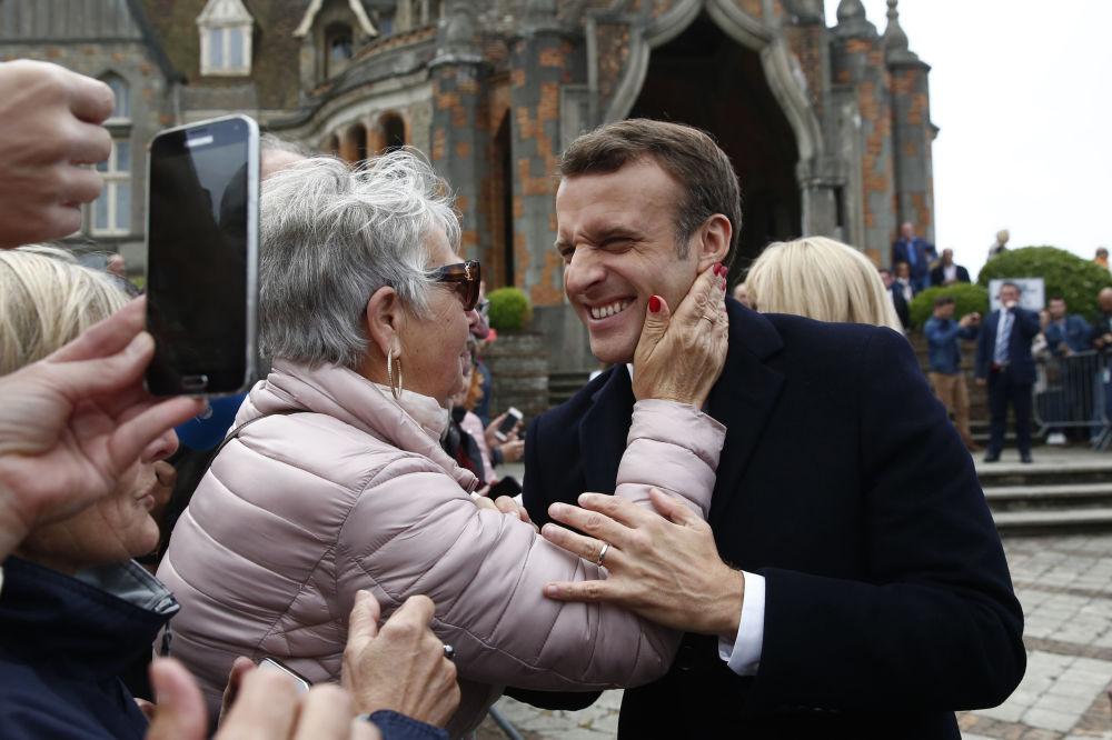 Presidente da França Emmanuel Macron durante encontro com seus apoiantes no norte do país