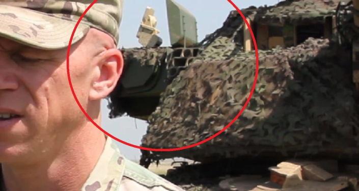 Módulos do sistema de defesa ativa Trophy instalado na torre do M1 Abrams nos exercícios militares Justice Eagle 19, na Romênia