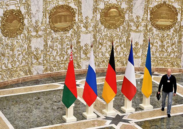 Bandeiras da Bielorrússia, Rússia, Alemanha, França e Ucrânia