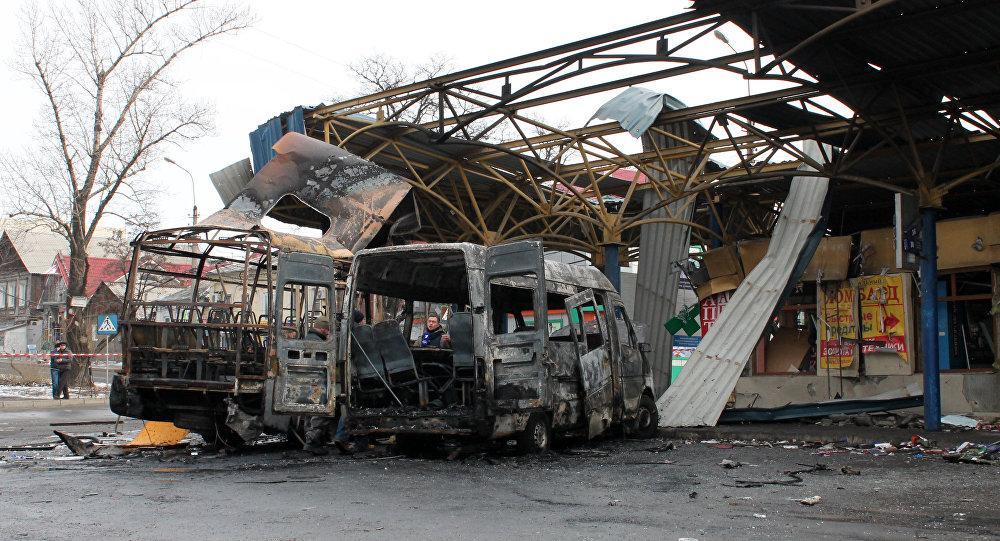 Ataque de artilharia a uma estação de ônibus em Donetsk