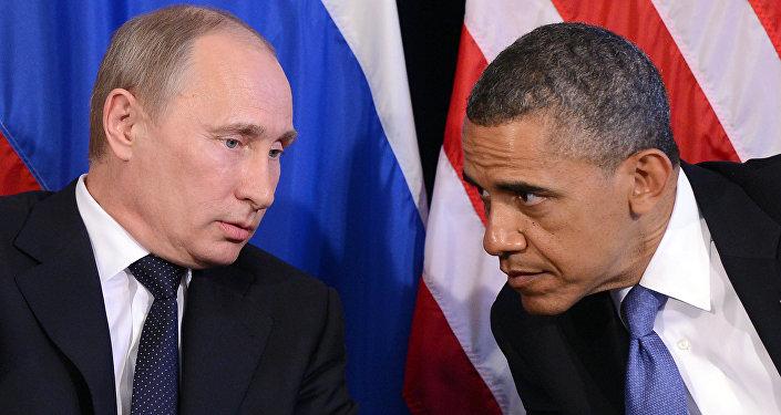 Barack Obama escuta Vladimir Putin