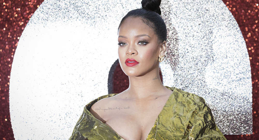 """Cantora norte-americana Rihanna na estreia do filme """"Oito Mulheres e um Segredo"""" em Londres"""