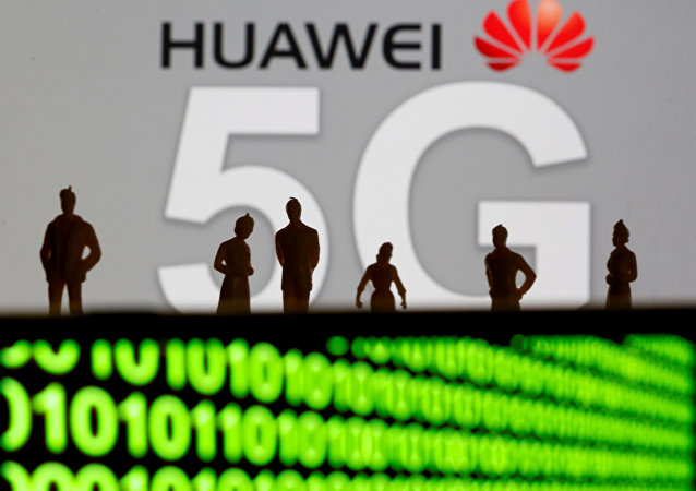 Logotipo de rede Huawei e 5G exibidos nesta ilustração.