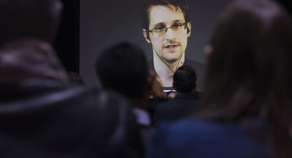 Ex-contratado da Agência de Segurança Nacional dos EUA, Edward Snowden, aparece em vídeo durante conferência em Toronto, 2 de fevereiro de 2015 (imagem de arquivo)