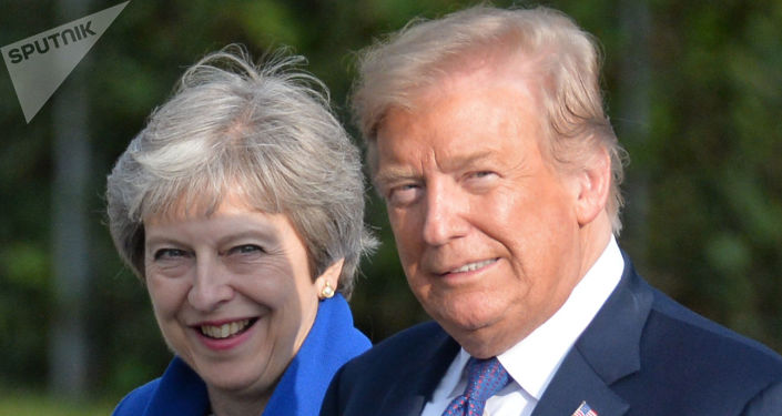 Donald Trump e Theresa May durante cúpula da OTAN, em 2018.