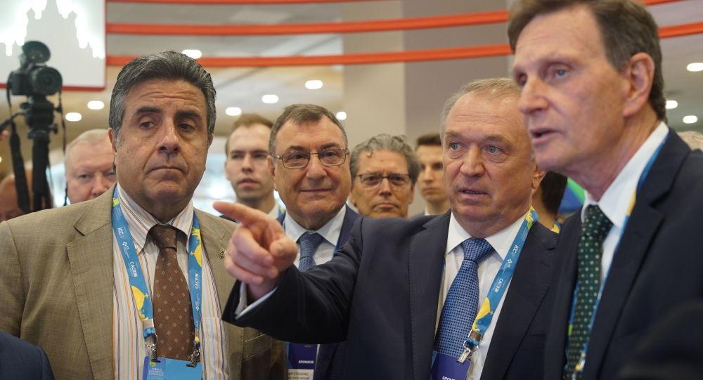Presidente da Câmara de Comércio e da Indústria da Rússia, Sergei Katyrin, e prefeito do Rio de Janeiro, Marcelo Crivella